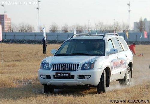 穿越龙凤湿地 江淮瑞鹰车队通过大庆