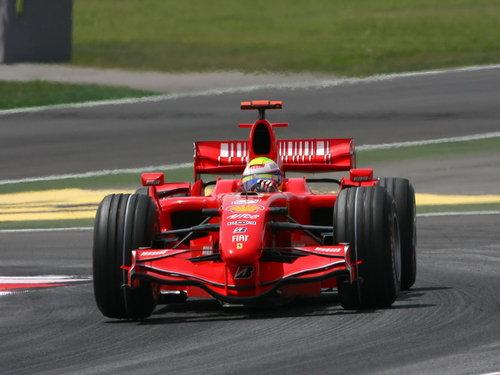 f1 法拉利赛车比赛中场景高清图片