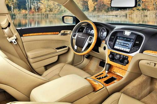 全新设计 克莱斯勒300车型内饰图亮相