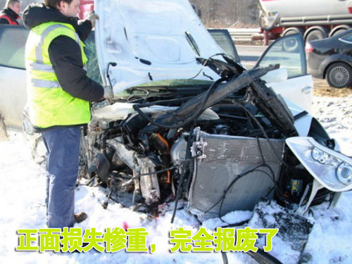 保时捷-卡宴失窃 盗车贼高速公路遇车祸