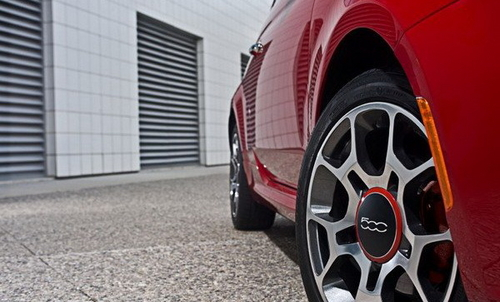 迷人的造型和操控 试驾2012款菲亚特500