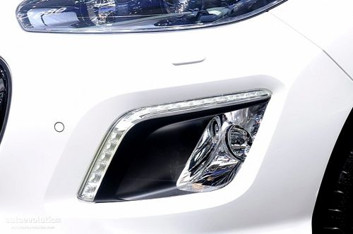 下月海外上市 改款标致308在车展亮相
