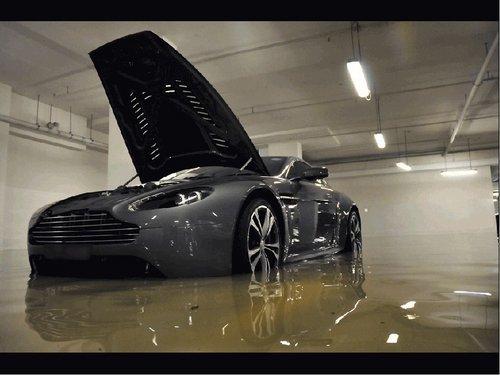 水淹地下车场 超跑损失惨重价值千万