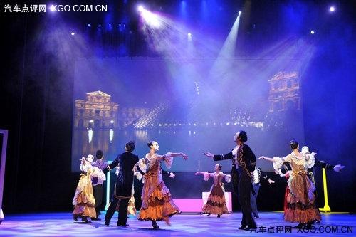 拉菲红首次登场《心随C舞》北京上演