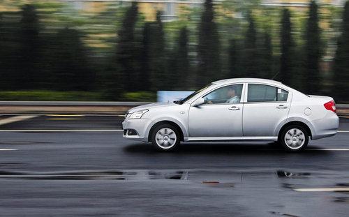 经济实惠家用车好选择 试驾全新奇瑞E5