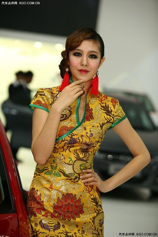 旗袍美女展示中国特色_xgo汽车点评网