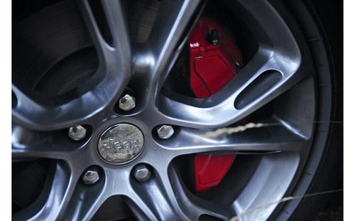 钢铁雄心 试驾全新一代大切诺基SRT8