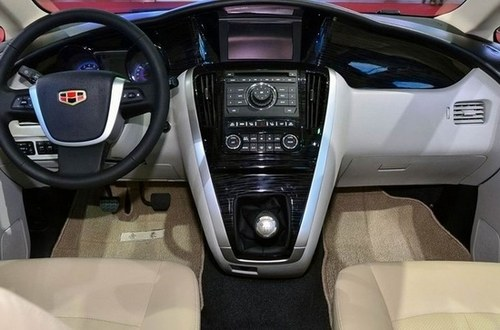 明年初上市 帝豪EV8量产版MPV谍照曝光