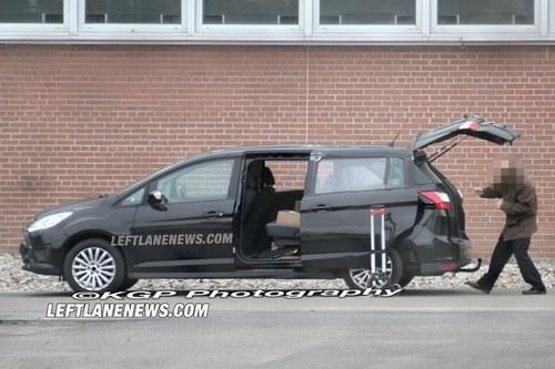 搭载EcoBoost动力 福特新S-MAX谍照曝光