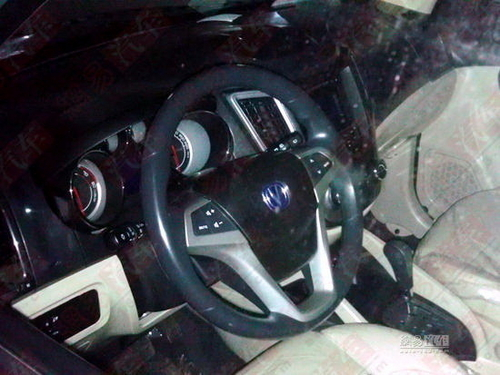 预计8万元起 长安首款SUV或于7月上市