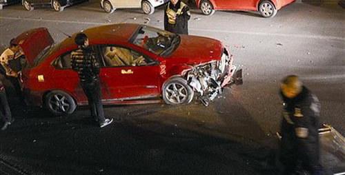先撞人再撞豪车 奇瑞A3车主酒驾闯大祸
