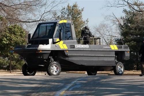 上山下海全能 美国公司推出两栖突击车