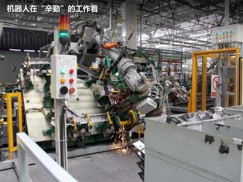 227台机器人帮手 参观一汽欧朗生产线