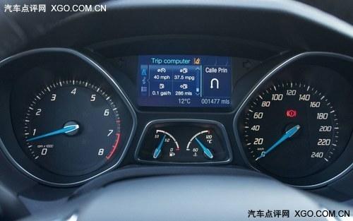1.0L+涡轮增压 海外试驾新福克斯两厢
