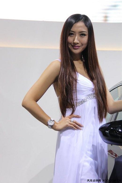白色长裙性感美女 香车美女