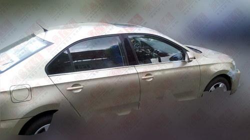 疑似高配车型 上海大众新桑塔纳再曝光