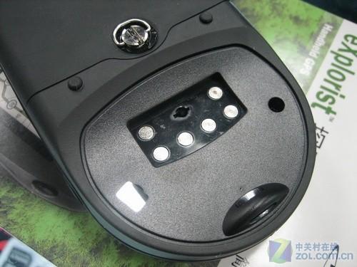采用特殊接口的usb数据线连接电脑   采用4节5号电池供电   麦哲伦xl各角度细节   麦哲伦xl手持gps导航仪,采用了超大的3.5英寸屏幕,所以机身尺寸也相当大,采用4节5号电池供电,续航能力不错,并且具备了7级生活防水,可以适应比较复杂的使用环境