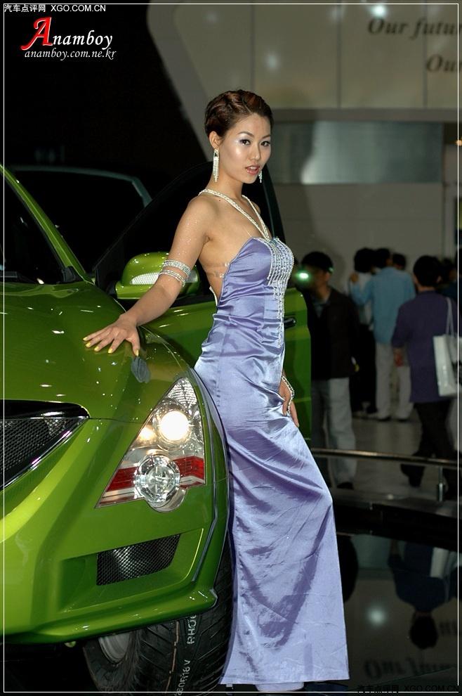短发秀丽车模-香车美女图片