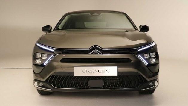 东风雪铁龙凡尔赛C5X正式亮相 它能否力挽狂澜?